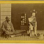 ANONIMO SUONATORE DI KOTO CON BAMBINA, [Giappone, 1867]