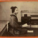 RAGAZZA GIAPPONESE ALLA SCRIVANIA, [Nagasaki, 1869-1870]