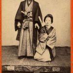 UFFICIALE DEL GOVERNO GIAPPONESE CON LA MOGLIE, [Yokohama, 1869-1870]