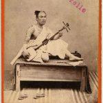 GIOVANE SUONATORE GIAPPONESE DI COTA, [Nagasaki, 1869-1870]