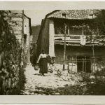 03-Una-donna-porta-l'acqua-fronte-italiano-CMSA_H_17126