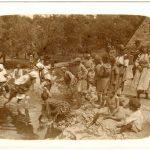 06-Soldati-donne-bambini-al-fiume-CMSA_F_198683
